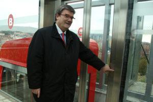 El Ayuntamiento de Bilbao inaugura un ascensor que conecta en Miribilla la avenida Askatasuna con la calle Juan Carlos Gortazar